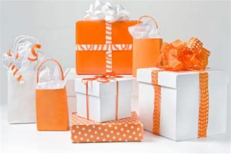 unisex gift exchange ideas unisex grab bag gifts with pictures ehow