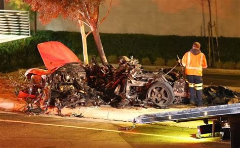 paul walker porsche crash fast and furious actor paul walker dies in car crash