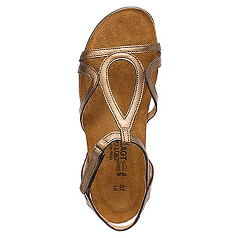 comfortable sandals for travel stylish travel clothes no longer an oxymoron casual
