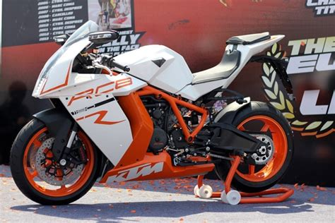Ktm Duke 1190 Rc8 Ktm Shows Its 1190 Rc8 R Superbike At Delhi Orange Day