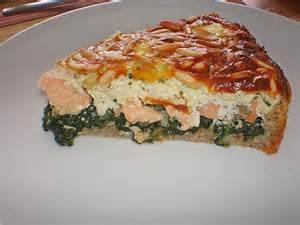 lachs kuchen quiche mit lachs spinat und pinienkernen rezept mit bild