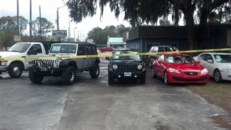 timberland ford perry florida deputy 2 others suspect killed in car dealership