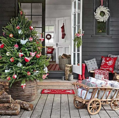 country homes and interiors christmas front porch on pinterest front porches porches and christmas porch