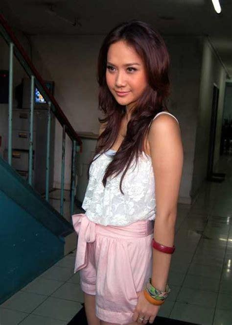 H Dress Dress Cewek galeri foto artis dan model bcl bunga citra lestari photo