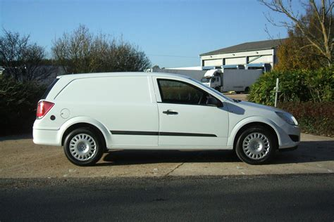 vauxhall astra automatic vauxhall astra van photos and comments www picautos com