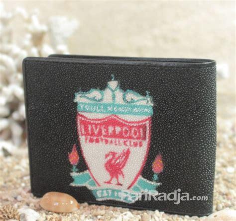 Dompet Pria Kulit Asli Logo Club Bola Liverpool Hitam Landcsape dompet pria kulit ikan pari logo liverpool hitam kerajinan kulit ikan pari