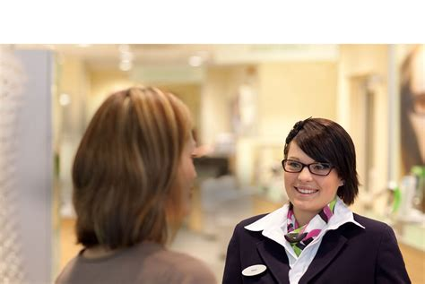 optical assistant specsavers uk careers