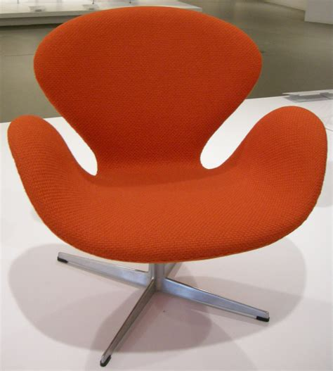 swan stuhl file ngv design arne jacobsen swan chair 1958 jpg