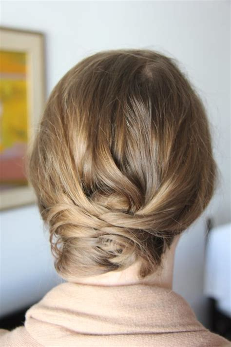 hair style for pear shaped body wearing an outfit for a rectangle body shape on a pear