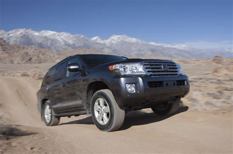 2013 Toyota Land Cruiser 2013 Toyota Land Cruiser Reviews And Rating Motor Trend