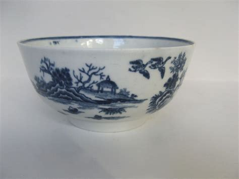 white pattern bowling 18th century worcester blue and white bowl fence pattern