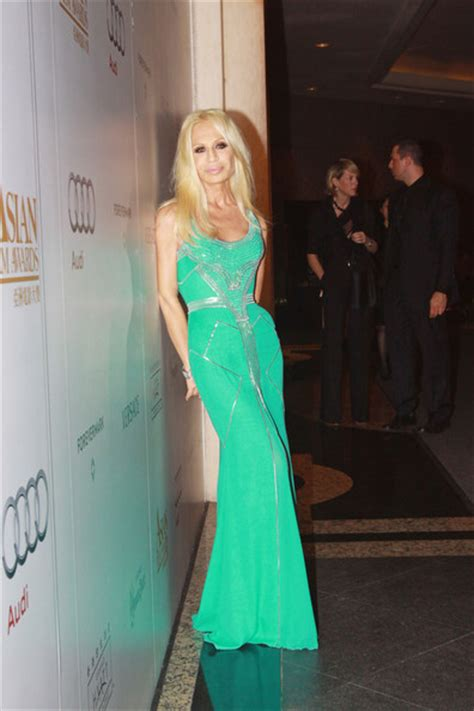 Donatella Says More Skirts by More Pics Of Donatella Versace Evening Dress 11 Of 14