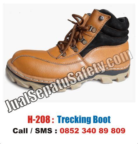 berbelanja di produsen terbaik sepatu safety lokal di