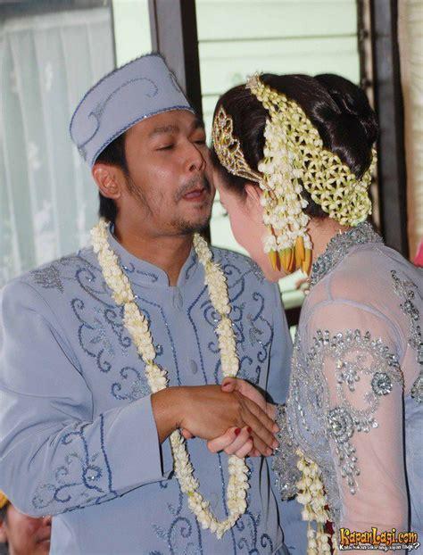 film indonesia yang romantis dan hot foto gambar adegan ciuman bibir hot mesra romantis di film