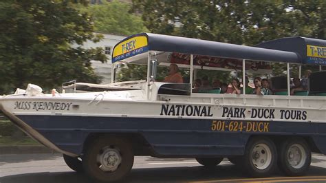 duck boat tours arkansas despite duck boat tragedies hot springs visitors flock to