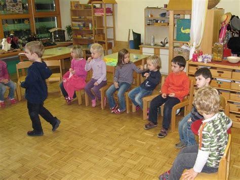 kindersitzerhöhung bis wann 10 tipps f 252 r eine leichtere eingew 246 hnung im kindergarten