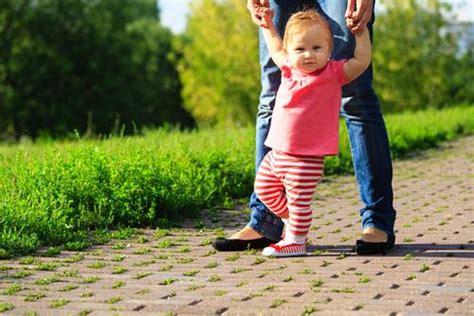 imagenes niños aprendiendo a caminar aprendiendo a caminar preguntas frecuentes kinedu blog