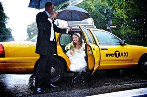 signore bagnate il matrimonio di 10 coppie bagnate dalla pioggia e felici