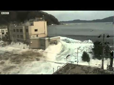 best tsunami footage best footage of moment tsunami hit miyako city crashing