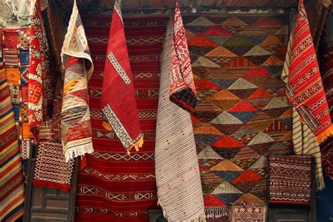 buying rugs in morocco the view from fez beginners guide to moroccan carpets