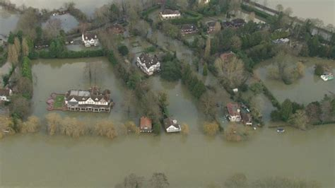 river thames questions uk floods homes evacuated as swollen thames keeps rising