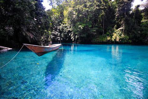 Cermin Di danau cantik dua rasa danau labuan cermin indonesiakaya eksplorasi budaya di zamrud
