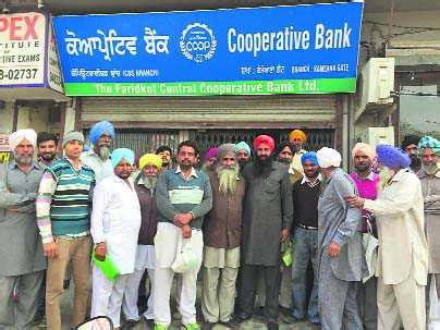 cooperative bank india farmers turning to arhtiyas for help coop banks disappoint
