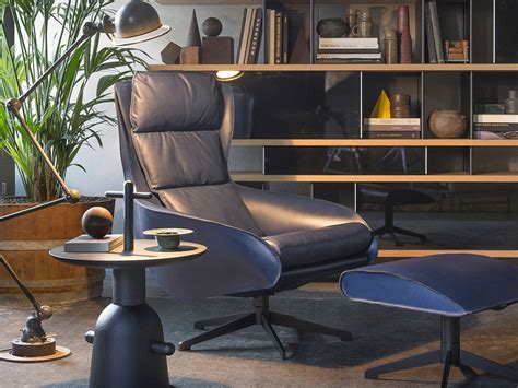 le corbusier side table buy the cassina 081 06 reaction poetique side table at