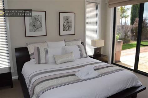 master bedroom downstairs lake sunrise 4 bedroom holiday house for rent in mulwala nsw