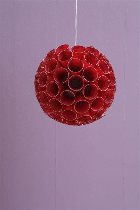 sfere con bicchieri di plastica come fare ladario a sospensione design donna moderna