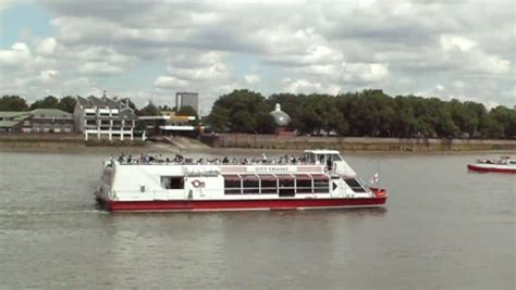 thames river boats waterloo to greenwich pleasure boat trip in the thames river close to greenwich