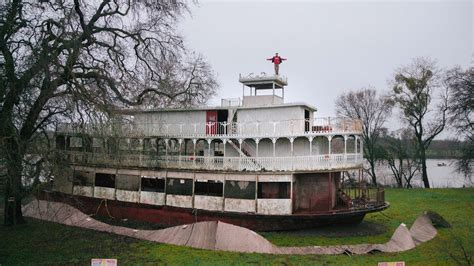 john wayne s boat climbing john wayne s abandoned boat youtube