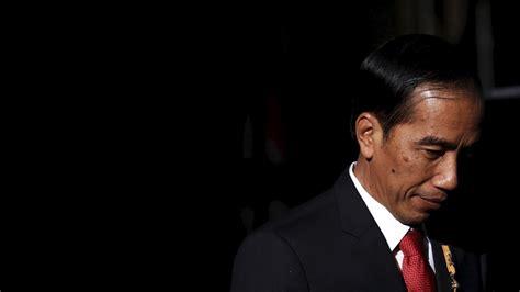 joko widodo in joko widodo meets sultan of yogyakarta zimbio indonesia s president is skipping a meeting with tim cook