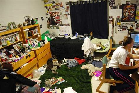 moves for the bedroom 10 dorm tips you need to know before you move in the