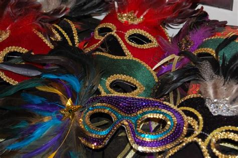 How To Make A Mardi Gras Mask Out Of Paper - ideas for throwing a mardi gras masquerade diy