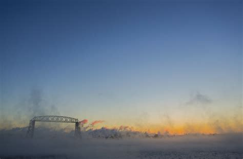 lake superior sea smoke photos sub zero temps steam up duluth lift bridge