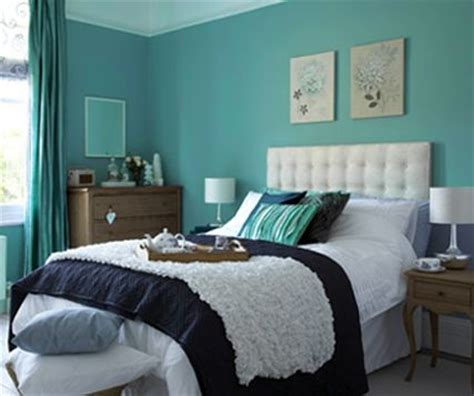 painting one wall aqua blue decorating ideas