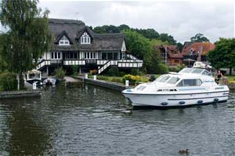 narrowboat hire river thames boat hire on uk canals and rivers boating holidays