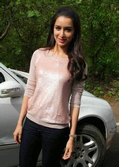 bollywood heroine in jeans bollywood heroine shraddha kapoor in skinny jeans at her