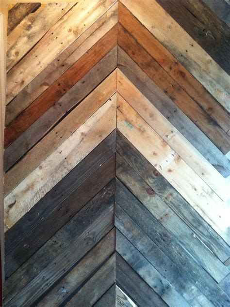 chevron pattern reclaimed wood wood pallet chevron wall diy pinterest wood pallets