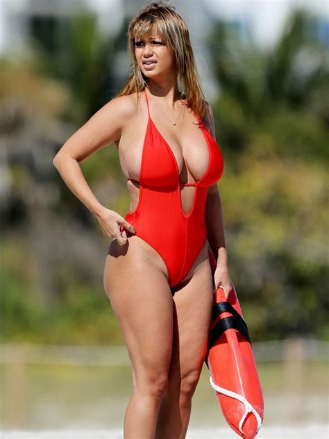 Pete Lee Stand Up by Plus Size Baywatch Can T Become A Real Tv Show Soon Enough