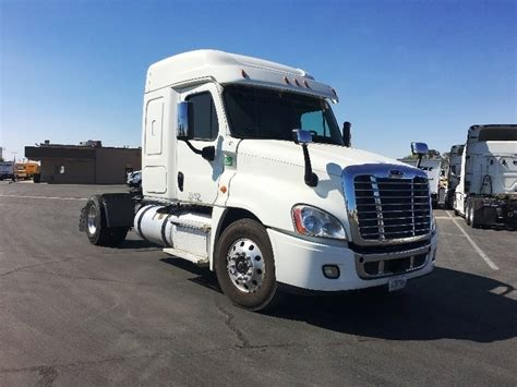 Volvo Rents Bakersfield by Used Day Cab Tractors For Sale In Ca Penske Used Trucks