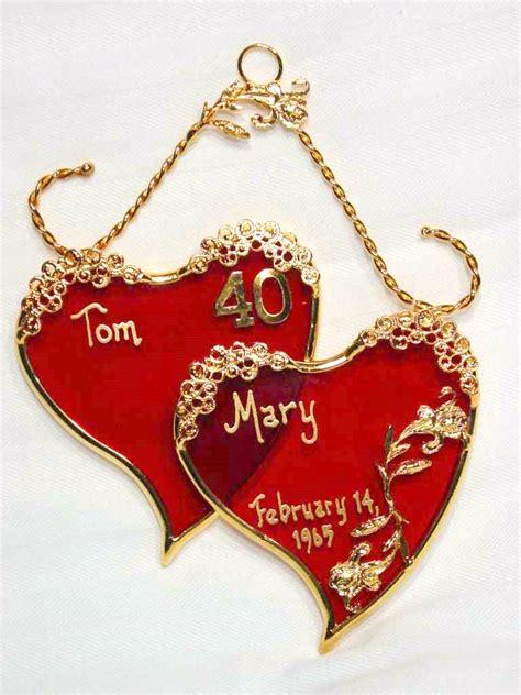 choosing wedding anniversary gift   partner wisely