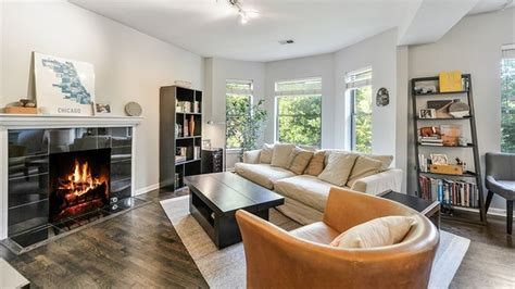 1 bedroom condo for sale chicago this bright buena park two bedroom condo can be had for