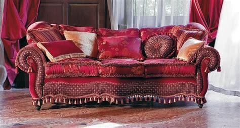 halbrunde sofas im klassischen stil gepolstertes sofa gewundenen linien klassischen stil
