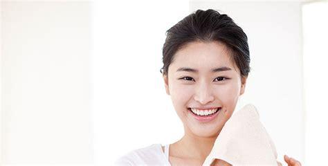 Krim Wajah Glowy 3 cara perawatan kulit wajah tak glowy tanpa makeup cathy doll indonesia