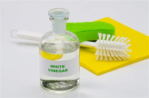 15 ways to use vinegar as your household cleaning ally