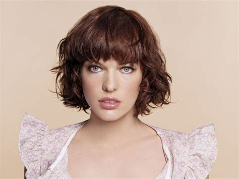 old shool short shag hairstyle on pinterest milla jovovich s short shag with bangs pretty color too