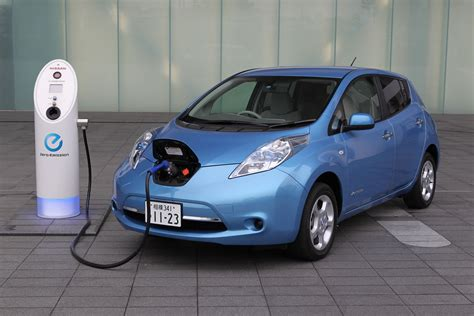 nissan leaf charging station nissan leaf buyers now able to finance charging stations