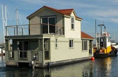 buy a house boat new houseboats the advantages and benefits of buying a new house boat